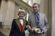 Remise du Prix mondial de la Fondation Simone et Cino del Duca à Andreï Makine, écrivain, par Hélène Carrère d'Encausse, secrétaire perpétuel de l'Académie française.